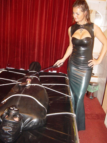 dominatrix dinah rubber